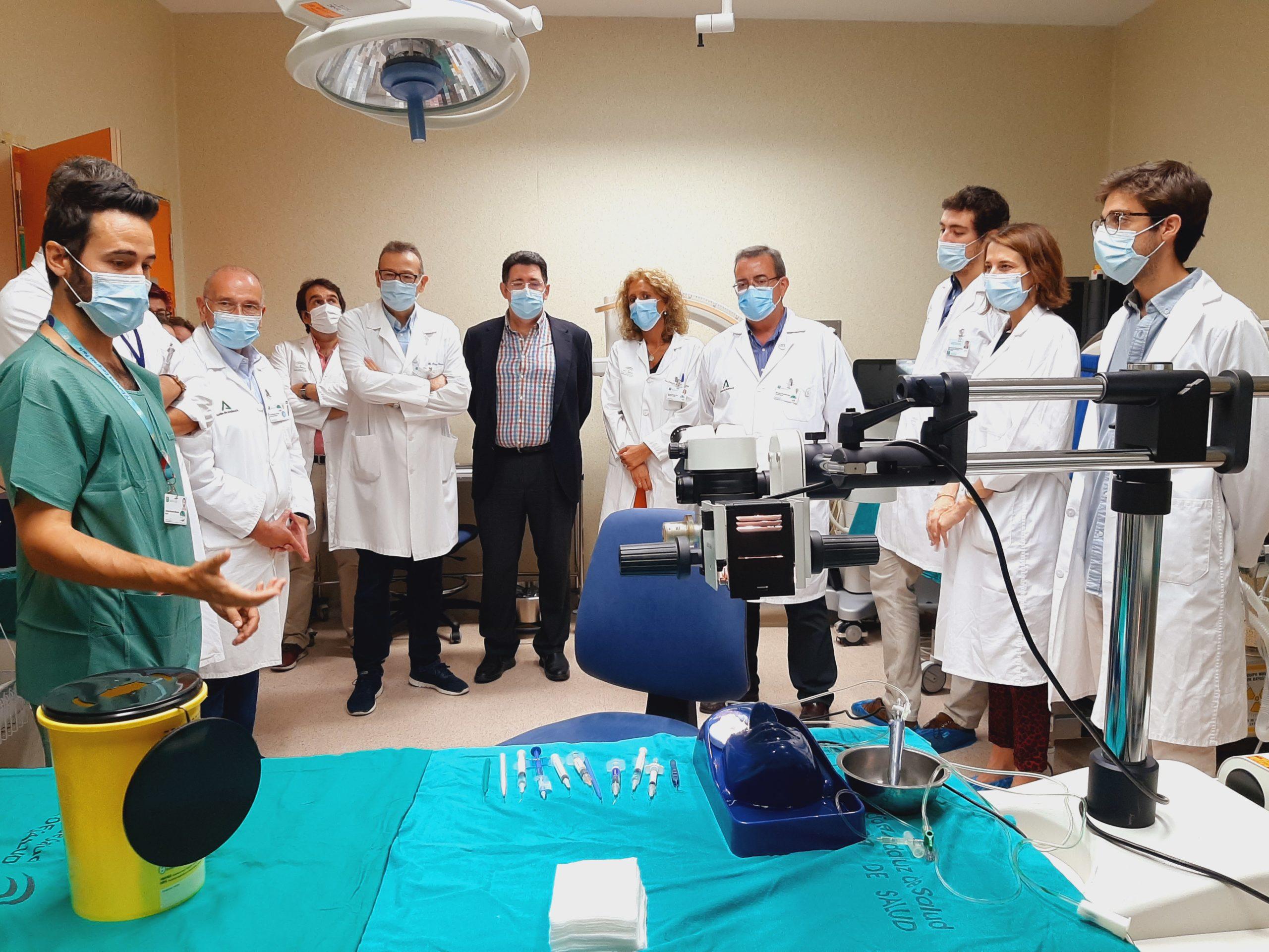 posado de profesionales en el quirófano experimental